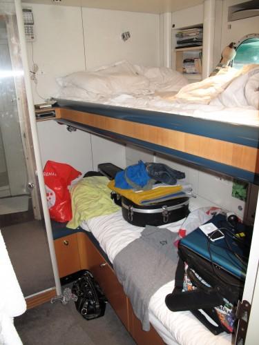 Onze ini mini Cabin, waarin we nog steeds samen op het bovenste bedje in slaap proberen te vallen, haha