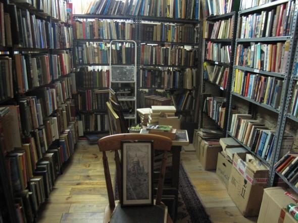 In Palma de Mallorca. Honderden vierkante meters ondergrondse grot gevuld met oude boeken.