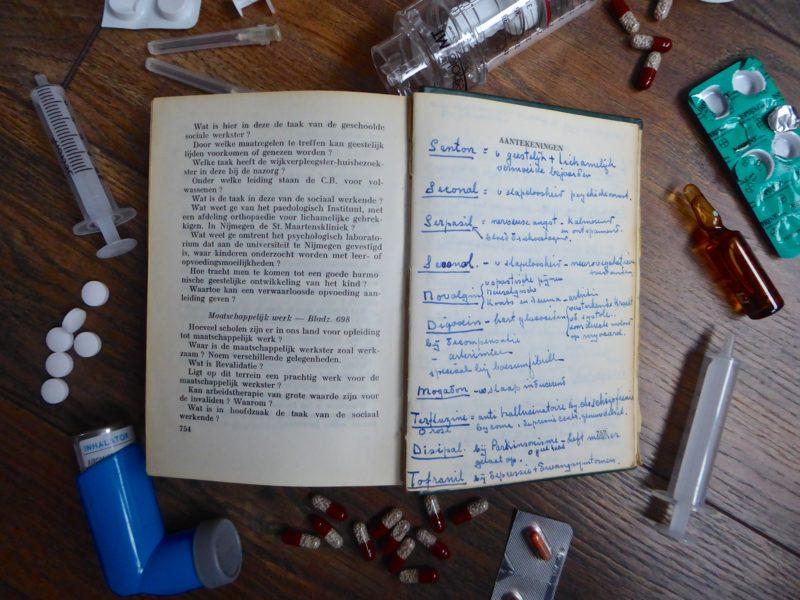 Studie en repeteerboekje voor verplegenden