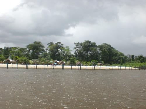 Strand dorpje Suriname