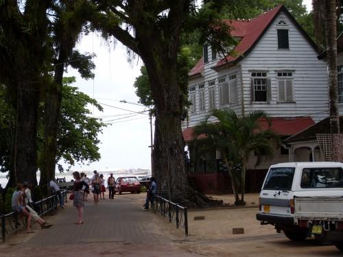 Huis aan water Parimaribo
