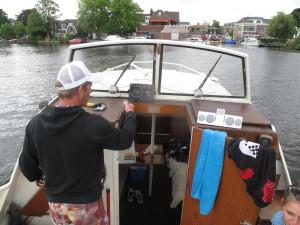 Booba vaart zijn bootje naar Amsterdam toen ze net gekocht was