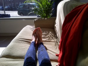 Chilling in the sunny living room on the couch I could pick up for free, with Fokke's help!