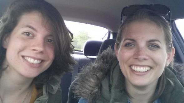 Zusjes in de auto