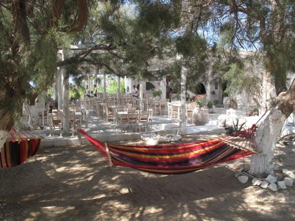 Een heerlijk plekje met hangmatten in de semi schaduw
