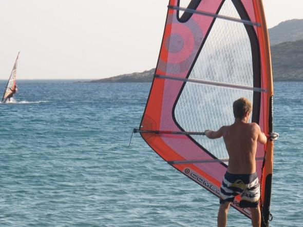Dankzij de wind de perfecte plek om te windsurfen
